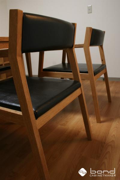 設計事務所アトリエボンドオリジナルデザインの北海道産の楢を使用したダイニングチェア