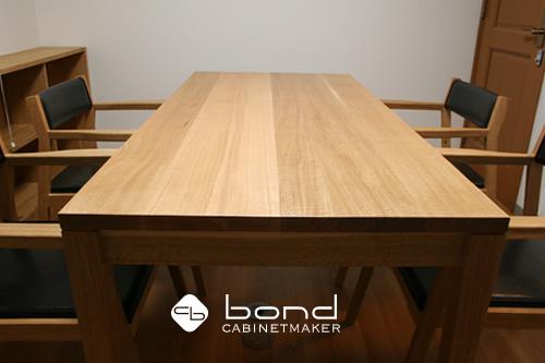 設計事務所アトリエボンドオリジナルデザインの北海道産楢を使用したダイニングチェアと北海道産楢のダイニングテーブル