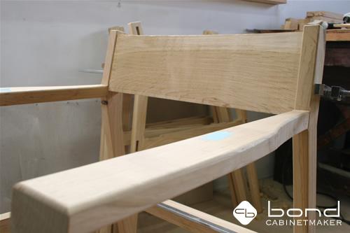 桜椅子 国産材の桜を使用したダイニングチェア 肘掛のついた椅子
