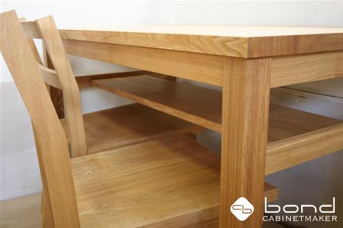 北海道産のタモのテーブル オイル仕上げ、同じくタモを使用したダイニングチェア