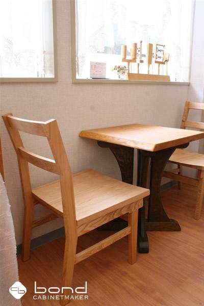 北海道産のタモを使ったダイニングチェア、ダイニングテーブル、ベンチ オイルフィニッシュ