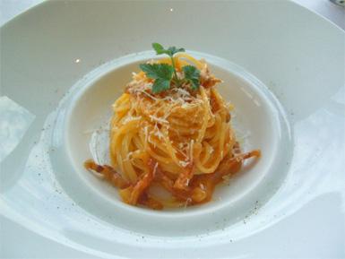 グアンチャーレとペコリーノチーズで和えたスパゲッティー