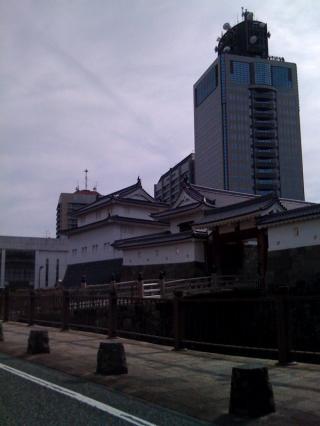 辰巳櫓と県庁東館