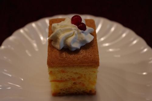 デザートのプチケーキ