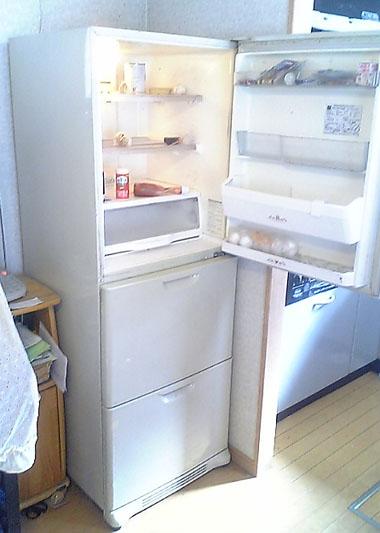 古い冷蔵庫開