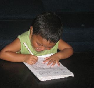 泣きながら宿題をするフ゜サンモ