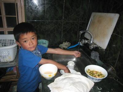 チュイン洗い物をする