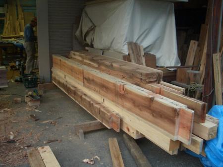 刻みの終わった材木
