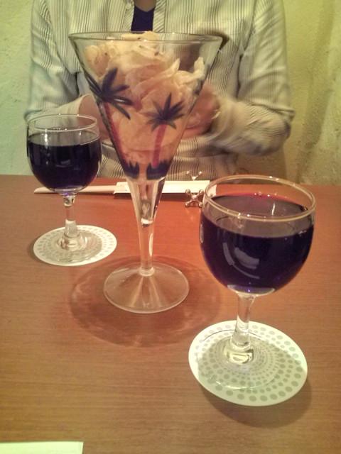 グラスになみなみとワインを。。