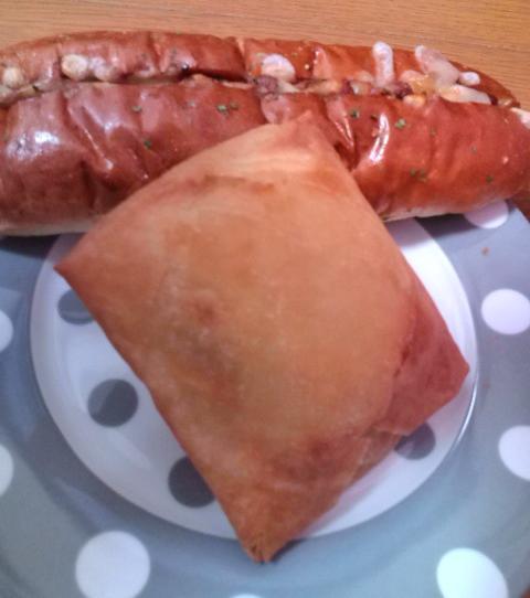 チリドッグとピロシキパン