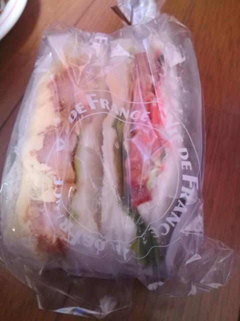 サンドイッチ何の具かな