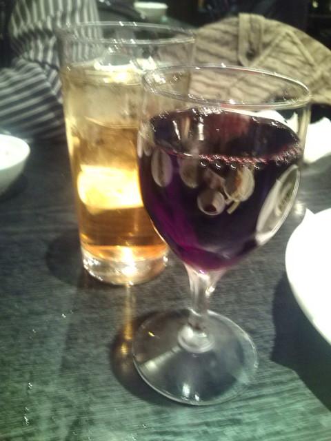 おかわり赤グラスとウーロンハイ