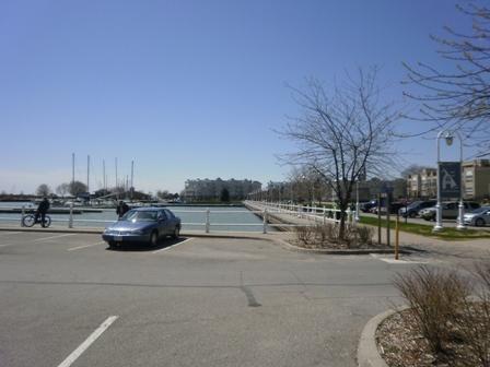 Cobourg オンタリオ湖へ散歩