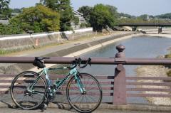 橋の欄干って赤福カラーだった