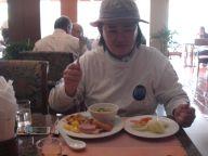 ホテルの朝食バイキング。お粥がお気に入り
