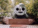 岡本太郎の墓石『午後の日』
