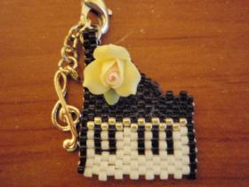 ビーズピアノストラップ