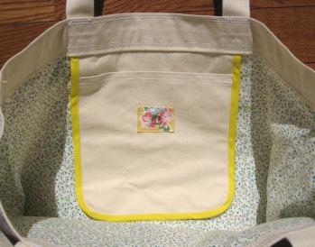 白×黄色の帆布バッグ内側