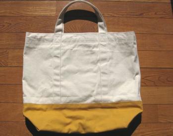 白×黄色の帆布バッグ