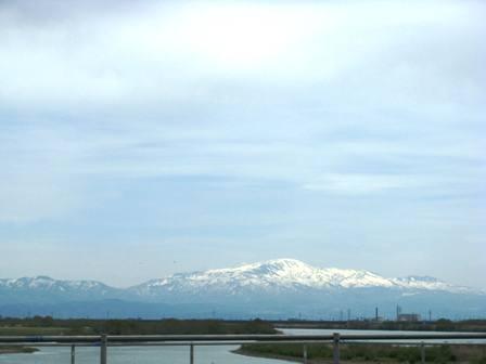 月山と最上川