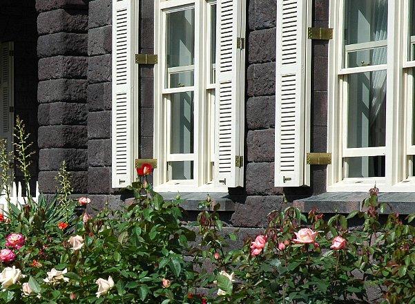 古河邸窓枠