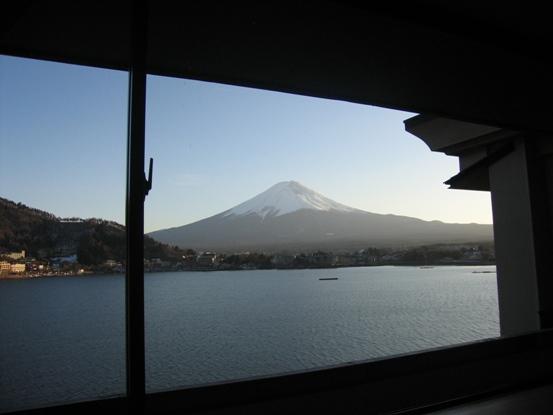 旅館の窓から