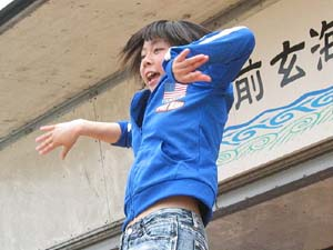 ますます乗ってきました、MC、ダンス担当、葵ちゃん