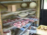 釉薬塗布後の乾燥工程