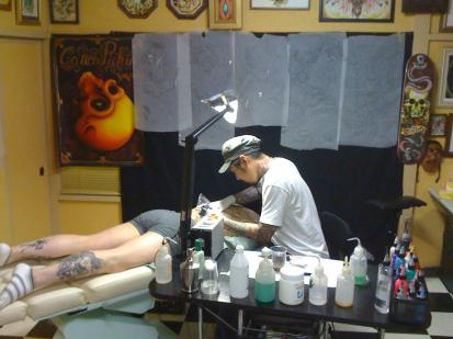 Hiro_tattooing_convert_20090724140629.jpg