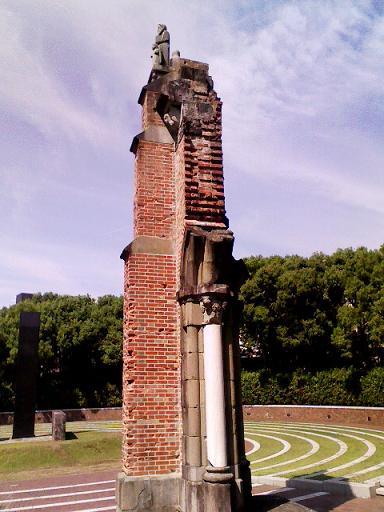 中心地に移設された浦上天主堂の柱4