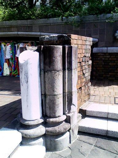 中心地に移設された浦上天主堂の柱2