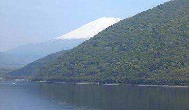 隠れる富士山