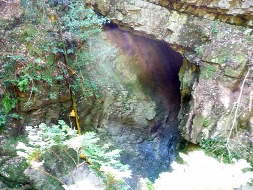 虹色の龍の穴