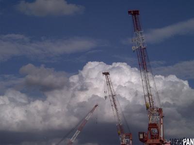 雲とクレーン1