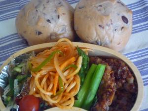 お弁当-黒豆パンとたかキビバーグ