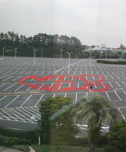 駐車場のミッキー