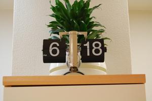 デジタル表示のアナログな時計