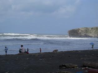 台風で波が高い!