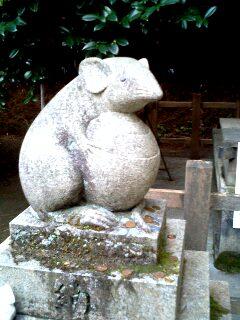 大豊神社のネズミ