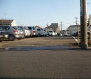 犬の逃走経路 駐車場奥にある出口を抜けて