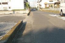 犬の逃走経路 先にある止まれの標識の数メートル手前で無事戻る