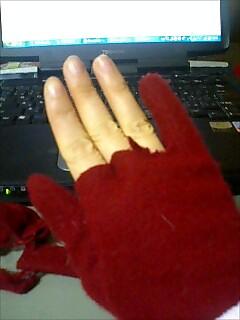 指ぬき赤い手袋 はやる?