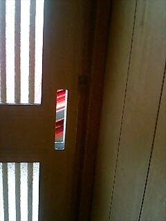 鍵をはずした玄関