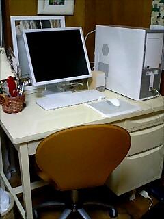 塗った机と新しいパソコン