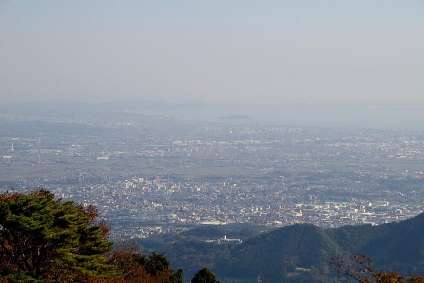⑬阿夫利神社下社境内から・伊勢原市街・相模湾・江ノ島