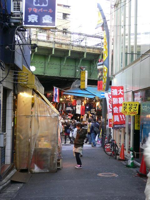 上野路地裏。