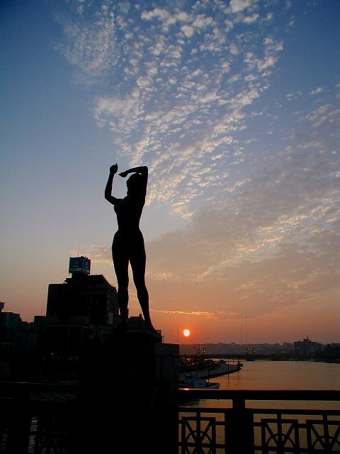 幣舞橋の朝日