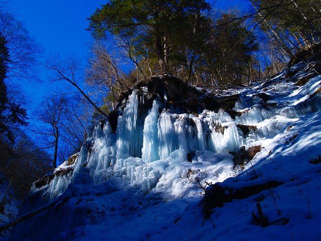 湯川の氷壁1