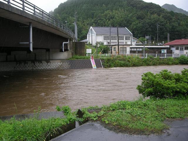 7月の大雨で田万川が増水0907