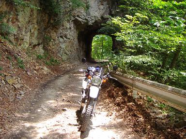 素彫りのトンネル